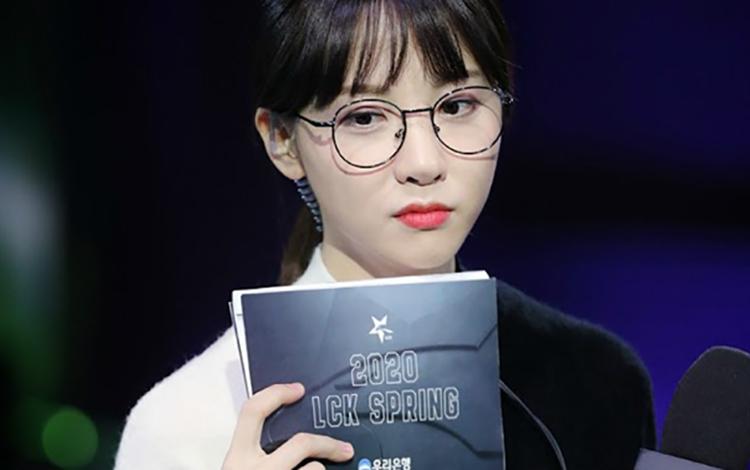 """""""Thiên thần"""" Kim Min-Ah, MC của LCK chuẩn bị xuất hiện ở Showbiz Hàn?"""