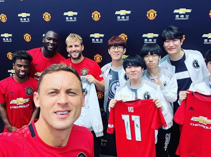 [LMHT] Đương kim vô địch thế giới iG gặp gỡ dàn sao của CLB Manchester United