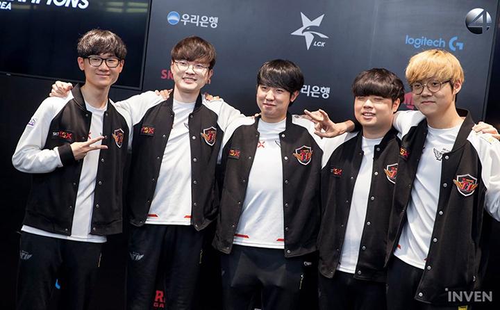 """[LMHT - LCK] """"Đang thấy tương lai 13 trận thắng thông nè"""" - Fan SKT nổ tung trời với sau khi SKT đánh bại GenG 2-0!"""