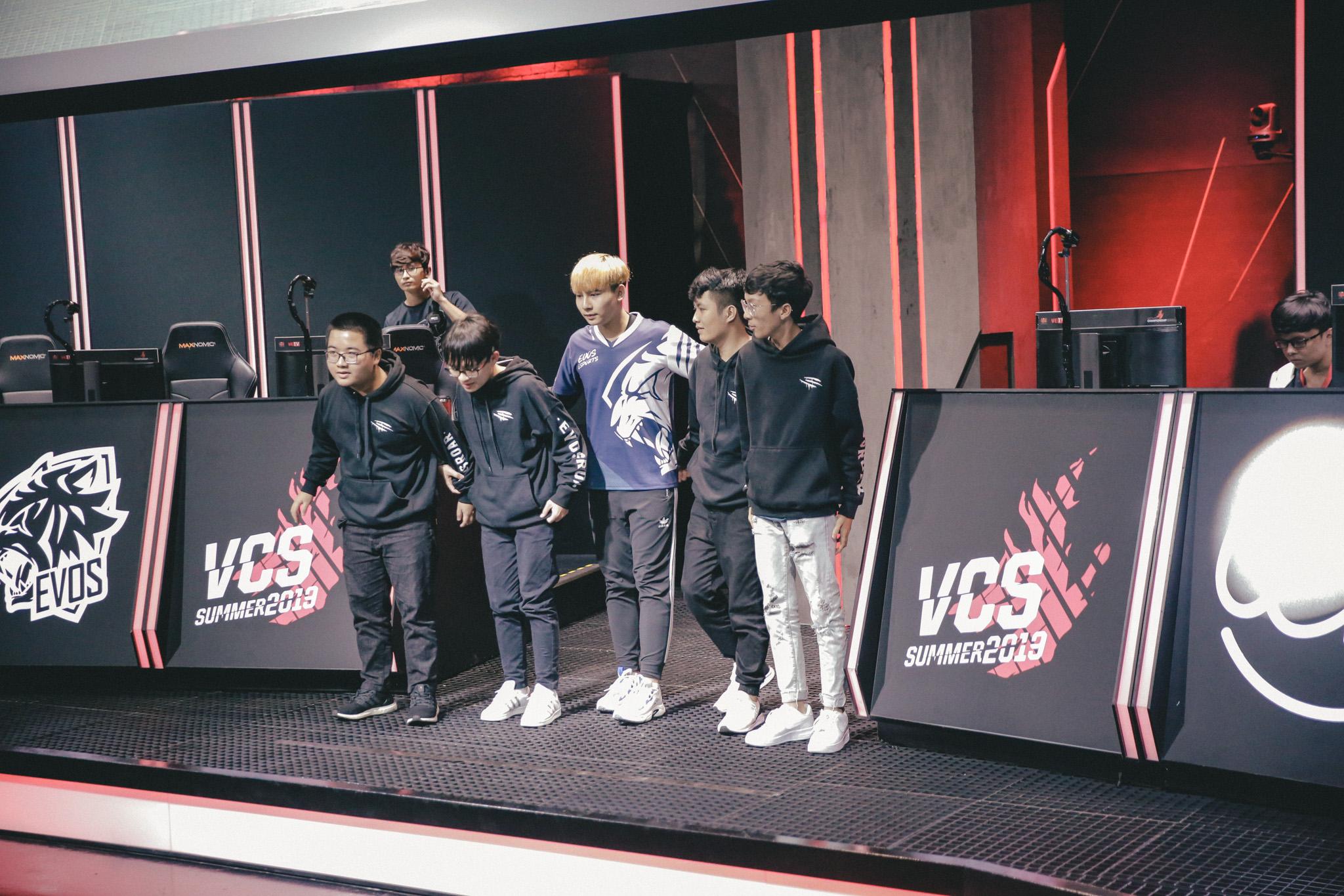 [LMHT - VCS] EVOS chuẩn bị chia tay cái tên đầu tiên sau mùa giải không thành công?