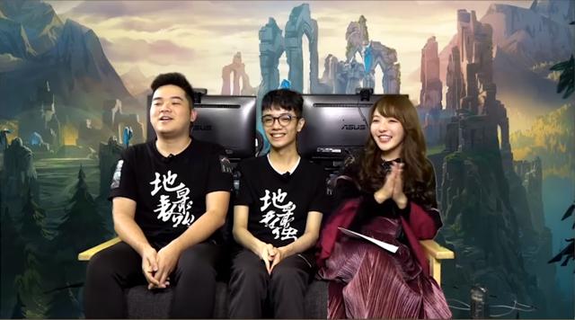 Hana - người đi rừng của J Team (ngoài cùng bên trái)
