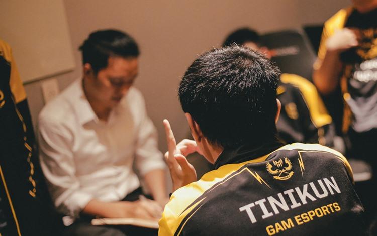 GAM bị loại cay đắng: Tinikun, Mourinho và Park Hang-seo