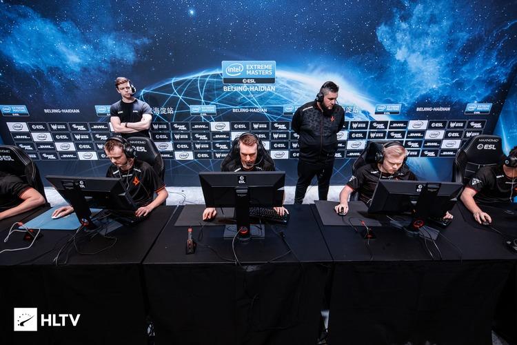 Đánh bại 100 Thieves, Astralis trở thành đội đầu tiên vượt qua vòng bảng IEM Bắc Kinh