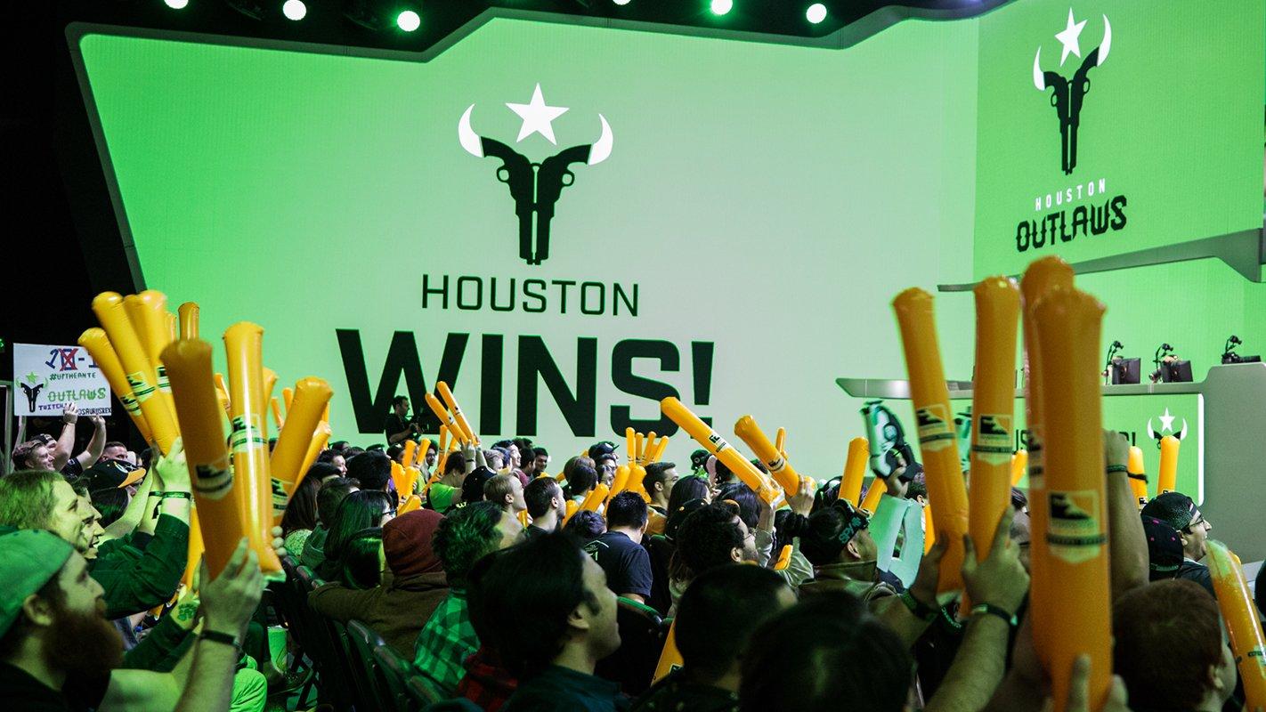 Immortals hoàn tất thủ tục bán Houston Outlaws với mức giá trên trời