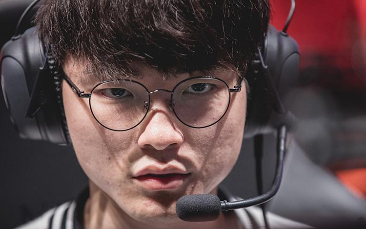 """Giận dữ với kết quả tệ hại tại CKTG 2019, Faker """"củ hành"""" rank Hàn chỉ sau 14 phút"""