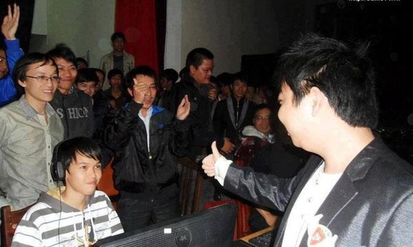 Shenlong đánh bại Chim Sẻ Đi Nắng trong trận Chung kết Solo Random giải đấu AoE Lenovo Cup 2011