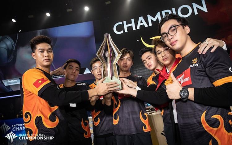 """Tấu hài cực mạnh: Cộng đồng Reddit tung tin đồn """"nhảm"""" cho rằng Team Flash sẽ qua Thái thi đấu"""