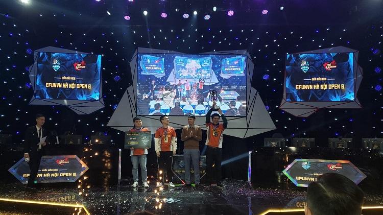 Lôi Lão Hổ cùng team La Mã Phục Hưng nâng cao chiếc cup vô địch 3vs3 Assyrian