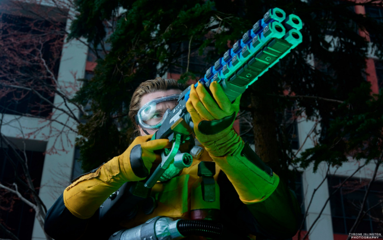 Cosplay Caustic