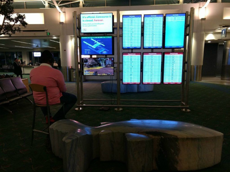 play apex tại sân bay