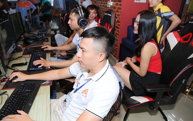 Bản tin AoE ngày 24/08: Nghệ An bất ngờ có biến, AoE đến bao giờ mới có thể chuyên nghiệp?