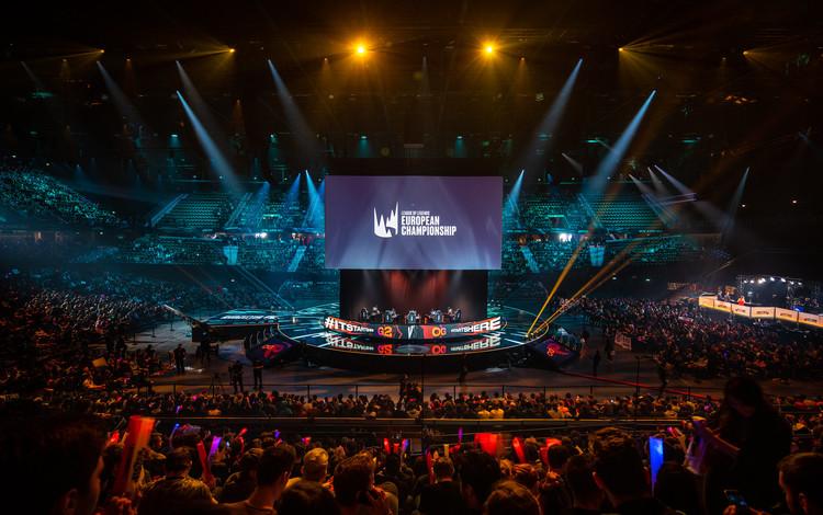 DJ Steve Aoki sẽ tham gia biểu diễn tại trận chung kết LEC mùa hè 2020