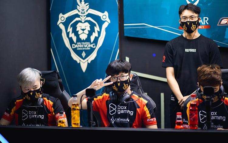 """""""Chung kết nhạt nhất từ trước đến giờ"""" - Fan nói gì sau trận chung kết một chiều của ĐTDV Mùa Đông 2020?"""