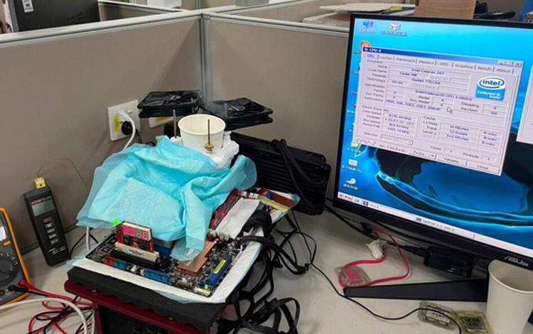 Trố mắt với màn ép xung CPU Intel Celeron '14 năm tuổi' vượt 8 GHz, buff đến 173%