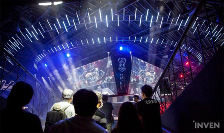 Sau gần một năm, LCK mùa hè chính thức đón khán giả quay trở lại nhà thi đấu xem trực tiếp