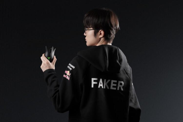 """Faker nhận nguồn cổ vũ tinh thần đáng giá trước trận chung kết khi ký hợp đồng """"bạc tỷ"""" với hãng máy tính danh tiếng Razer"""