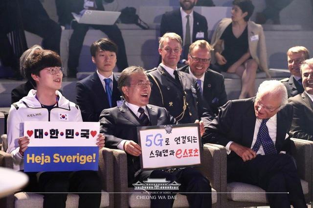 [LMHT] Tổng thống Hàn Quốc và Quốc vương Thụy Điển dự khán trận giao hữu LMHT