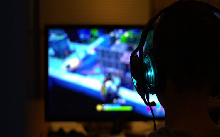 Cậu bé 10 tuổi bị hành hung vì không chịu dừng chơi Fortnite