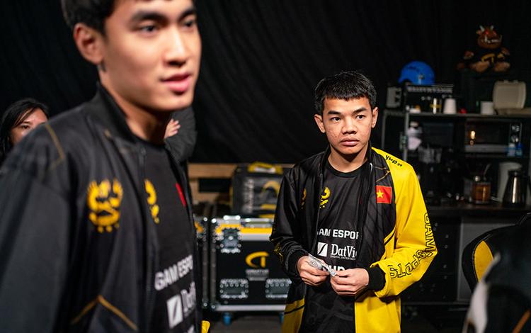 Sắp bước vào vòng Playoffs, cựu HLV Tinikun tiếp tục gây hấn với GAM