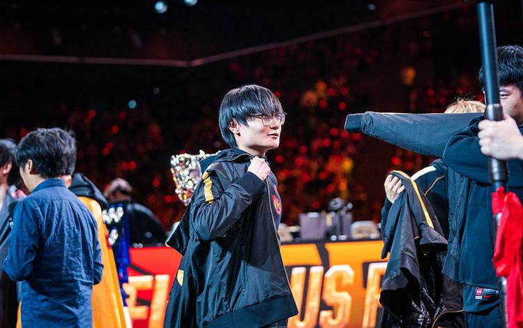 """FPX Tian: """"Tôi khá sốc vì mình đạt được danh hiệu MVP. Tôi mới chỉ thể hiện được 50-60% thôi"""""""