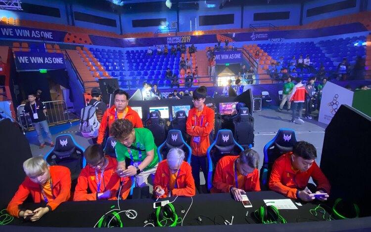 Người hâm mộ nói gì trước vòng Playoff SEA Games 30 của Liên Quân Mobile?