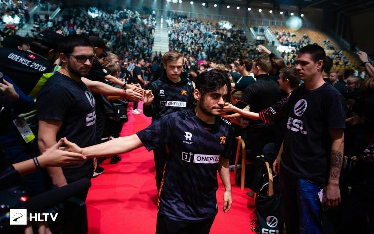 Ngược dòng thuyết phục, Fnatic giành tấm vé đầu tiên tham dự chung kết ESL Pro League